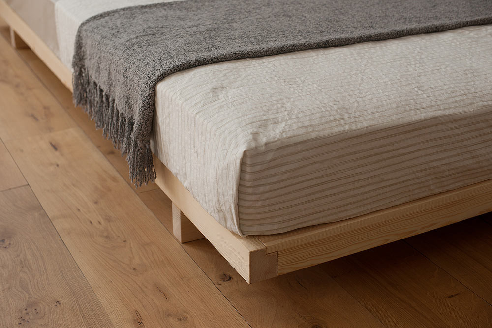 A closer view of the frame corner of the platform style Kobe low bed
