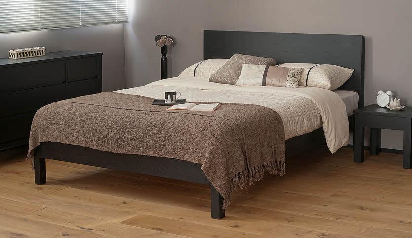 Black Malabar wood bed