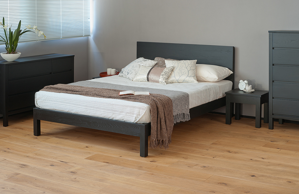 Black Malabar wood bed