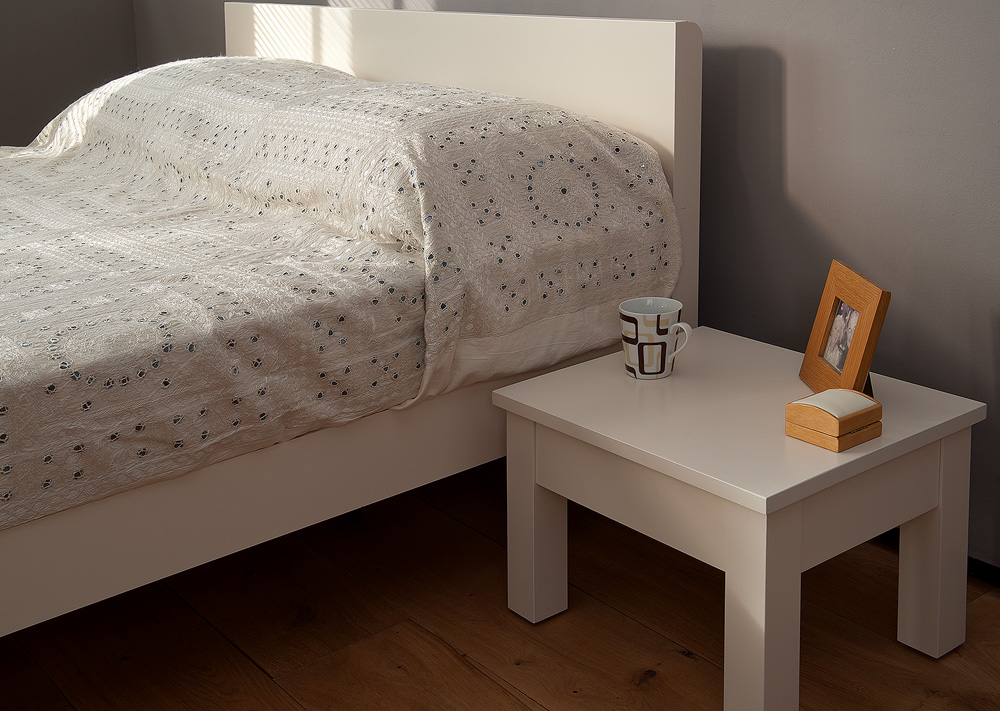 Designed to go with our Sahara wooden bed the Sahara contemporary wooden bedside table in white painted finish