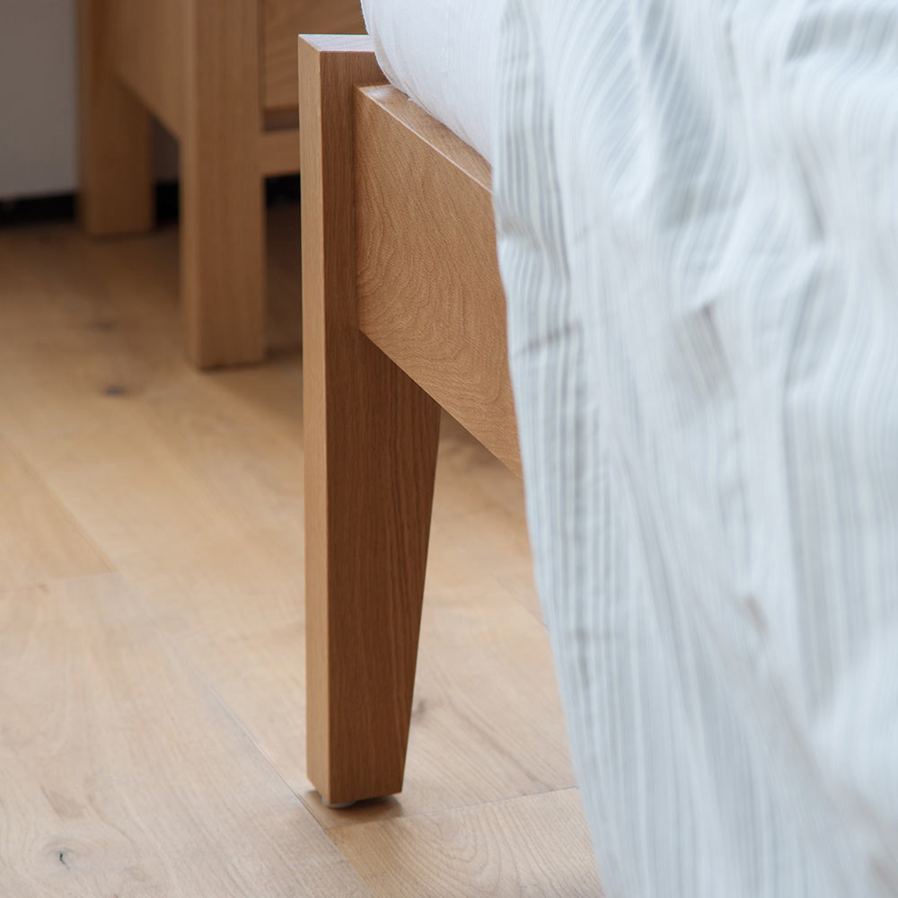 Zanskar solid wooden bed