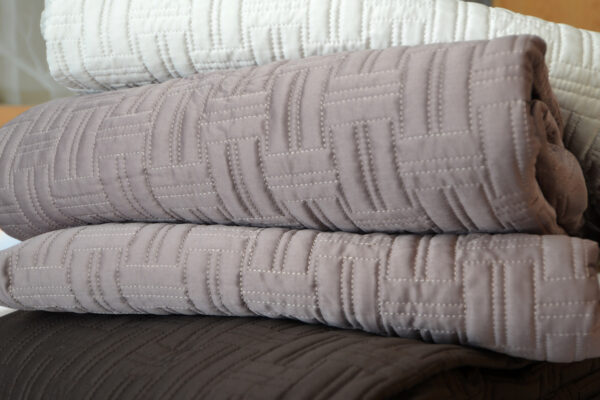 soft quilted bedspreads