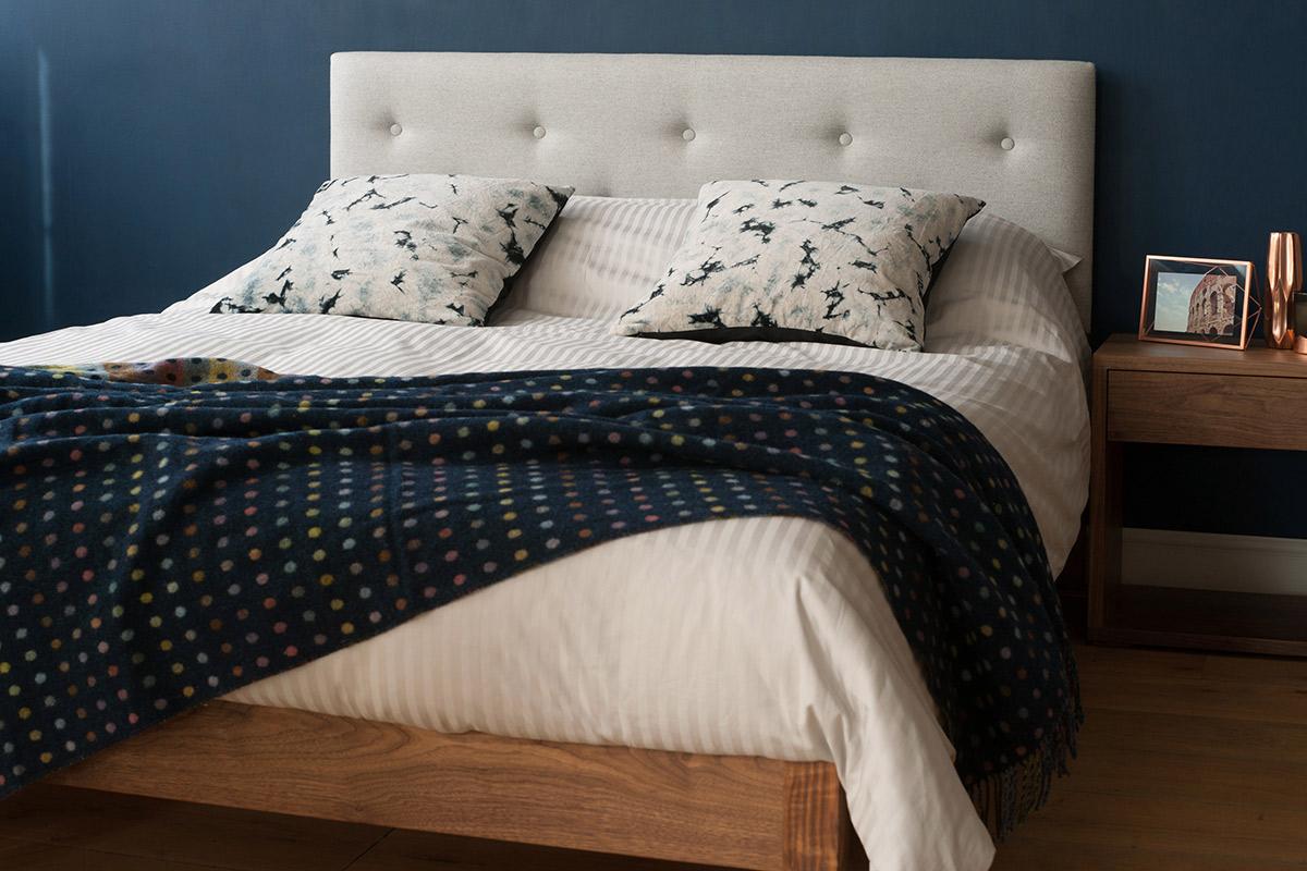 arran-silver-stripe-bedding-and-bronte-spot-throw