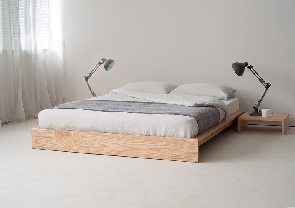 Dove grey linen bedding on Ki bed