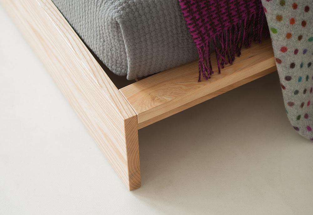 ki wooden bed corner detail