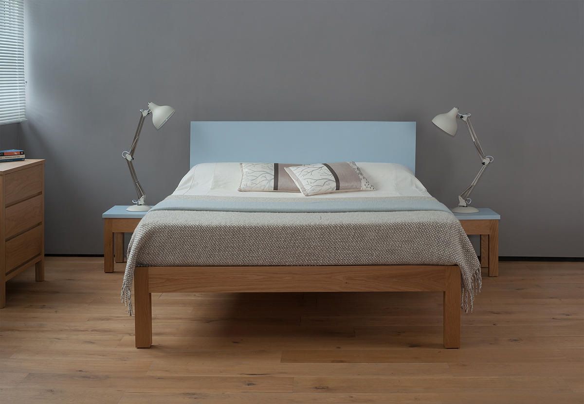 Tao - oak and colour bed