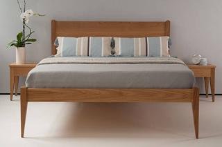 oak classic bed