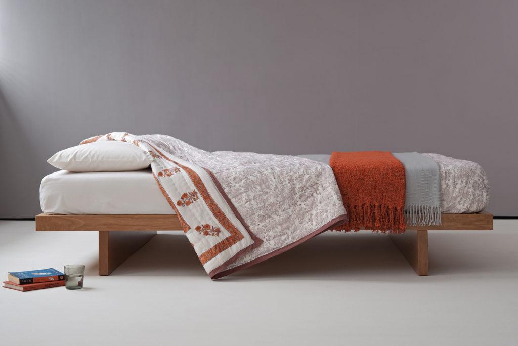 Kyoto low wooden bed in oak.