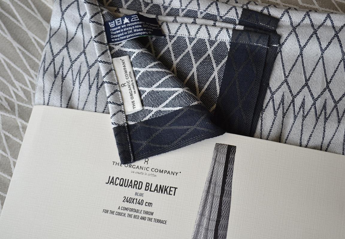 organic blanket grey and white
