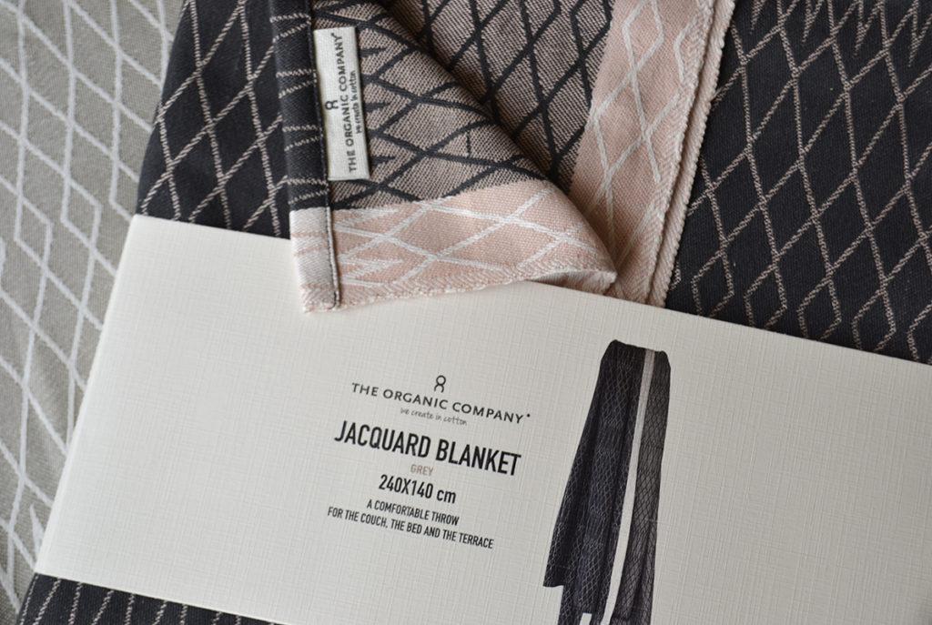 organic blanket charcoal pink