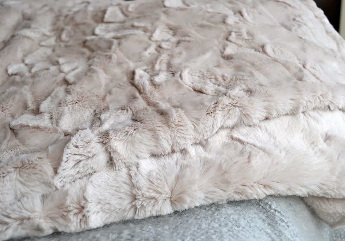 faux fur throw - magnolia