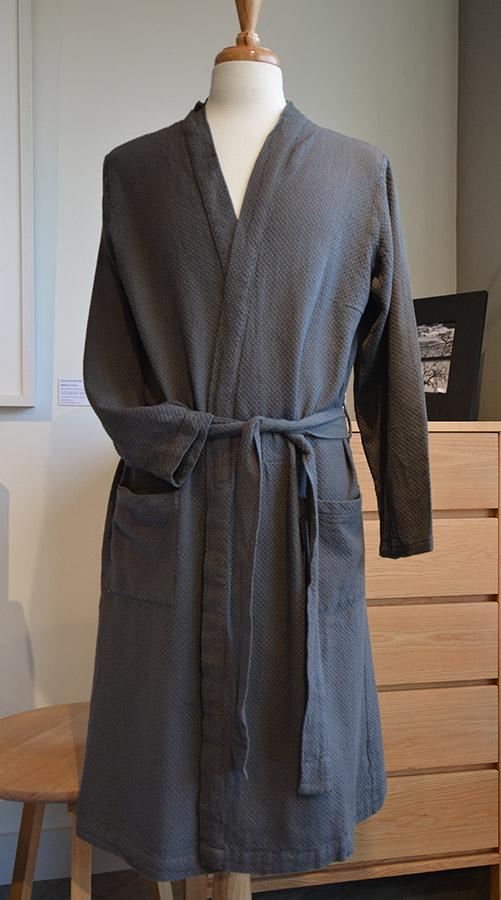 grey-linum-robe-portrait