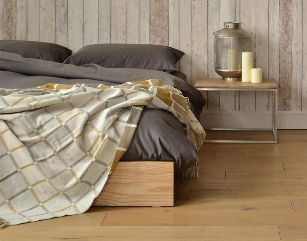 Ki bed & Thin Bedside Table
