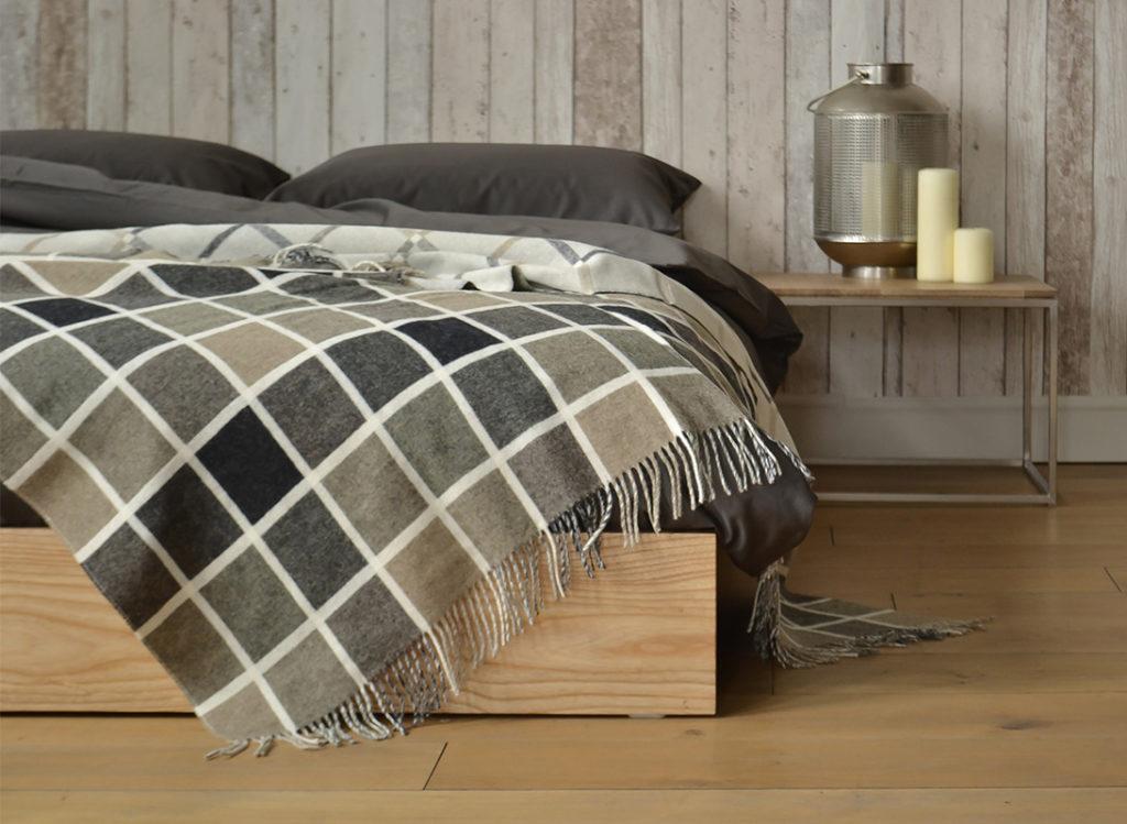 Ki bed and Thin table