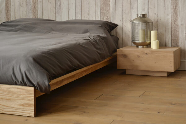 Ki Bed with Ethnicraft Madra table
