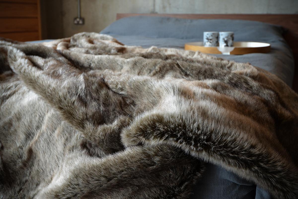 faux fur throw - silver wolf