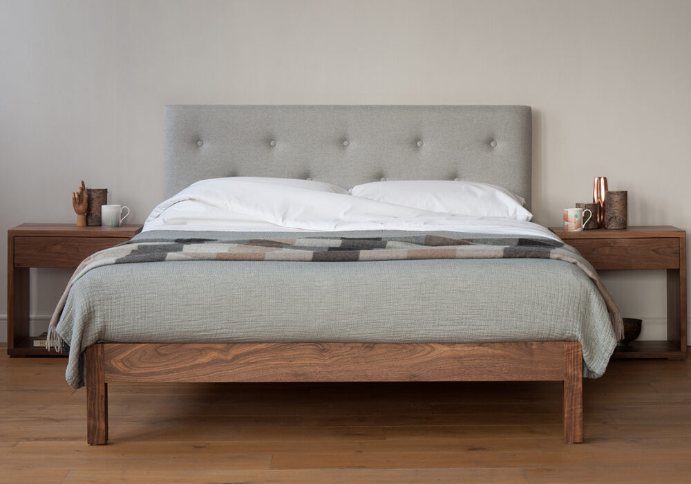 buttoned-headboard-bed-white cotton bedding