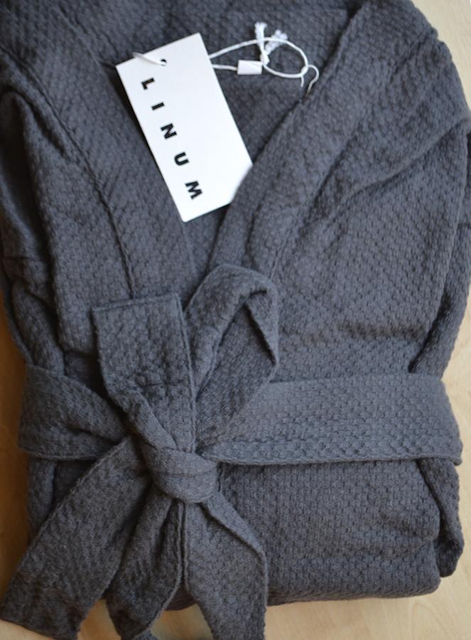 linum kimono robe - dark grey