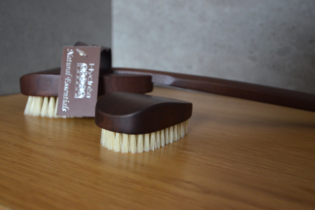 walnut body brushes