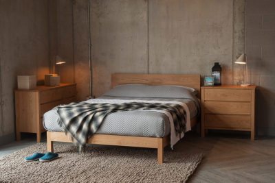 oak malabar 3q, shaker cupboards, grey chevron quilt