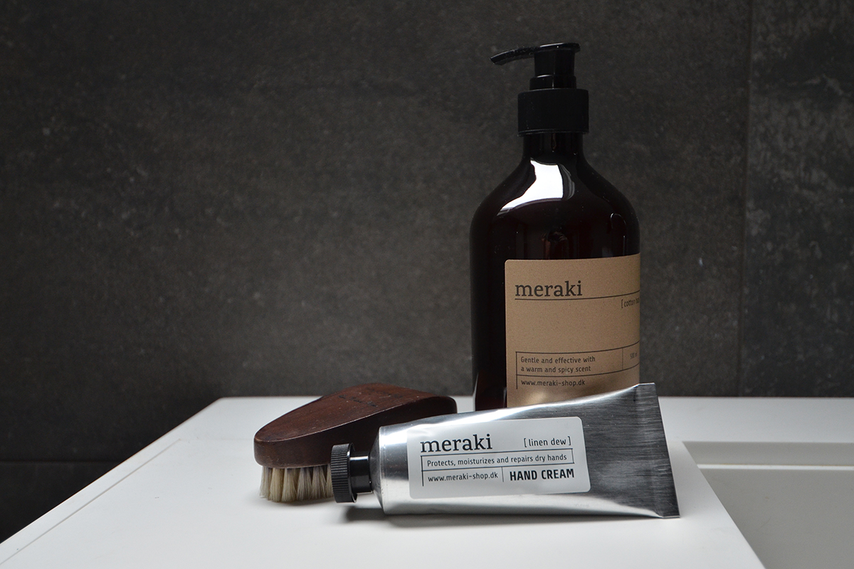 hand-wash-handcream-with-walnut-nail-brush