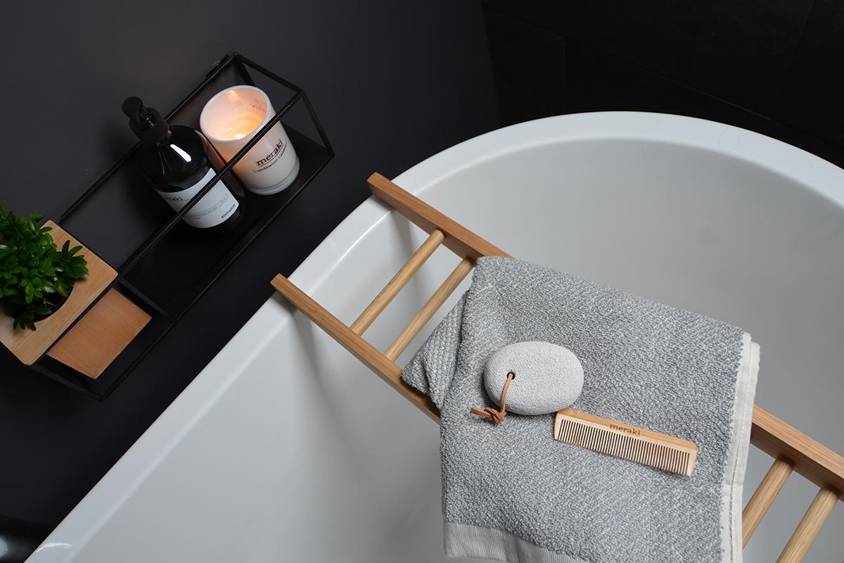 meraki-towel-on-bathbridge