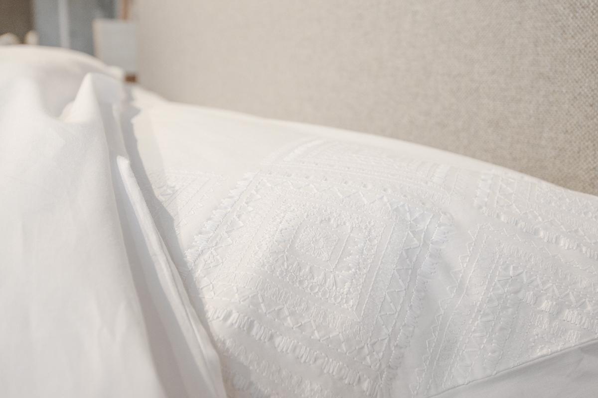 diamond-white-cotton-embroidered-bedding-pillowcase