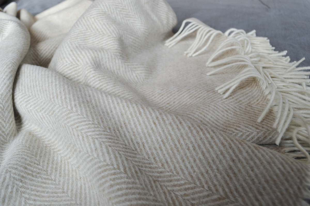 lambswool-herringbone-throw-beige