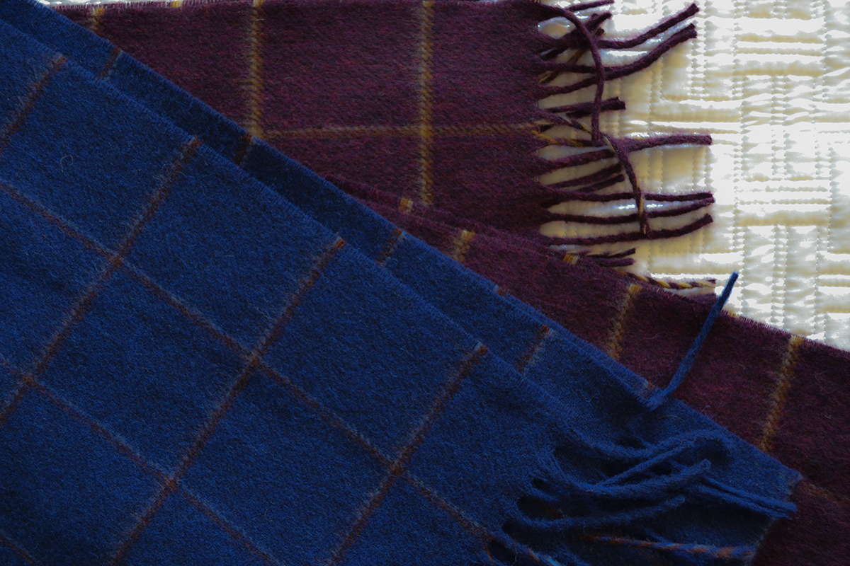 merino-lamsbwool-scarf-windowpane-pattern