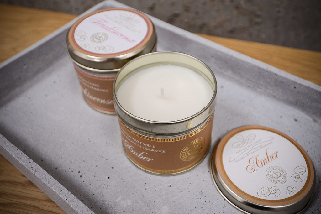 scented-candles-tins-frankincense-amber
