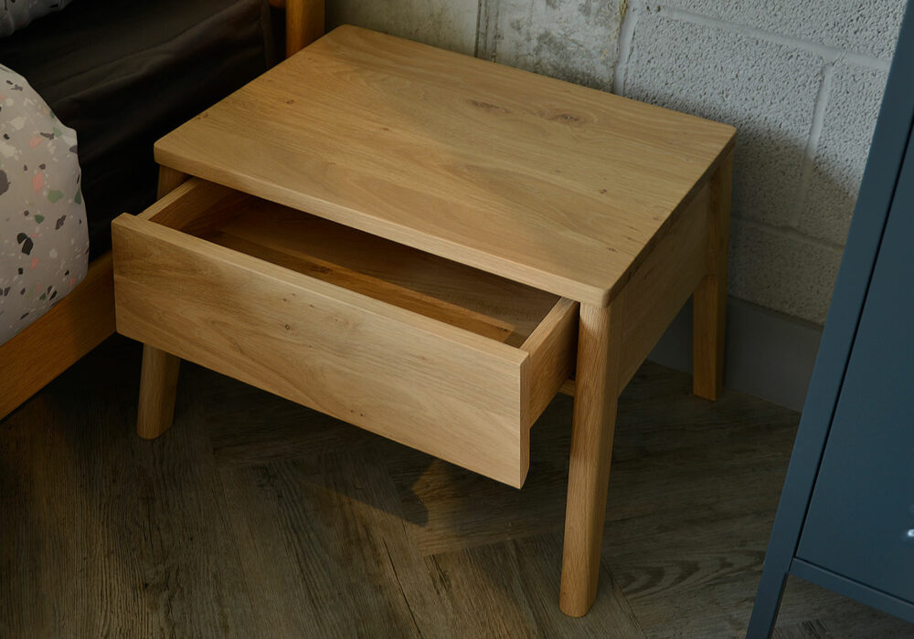 Air solid oak bedside table with drawer