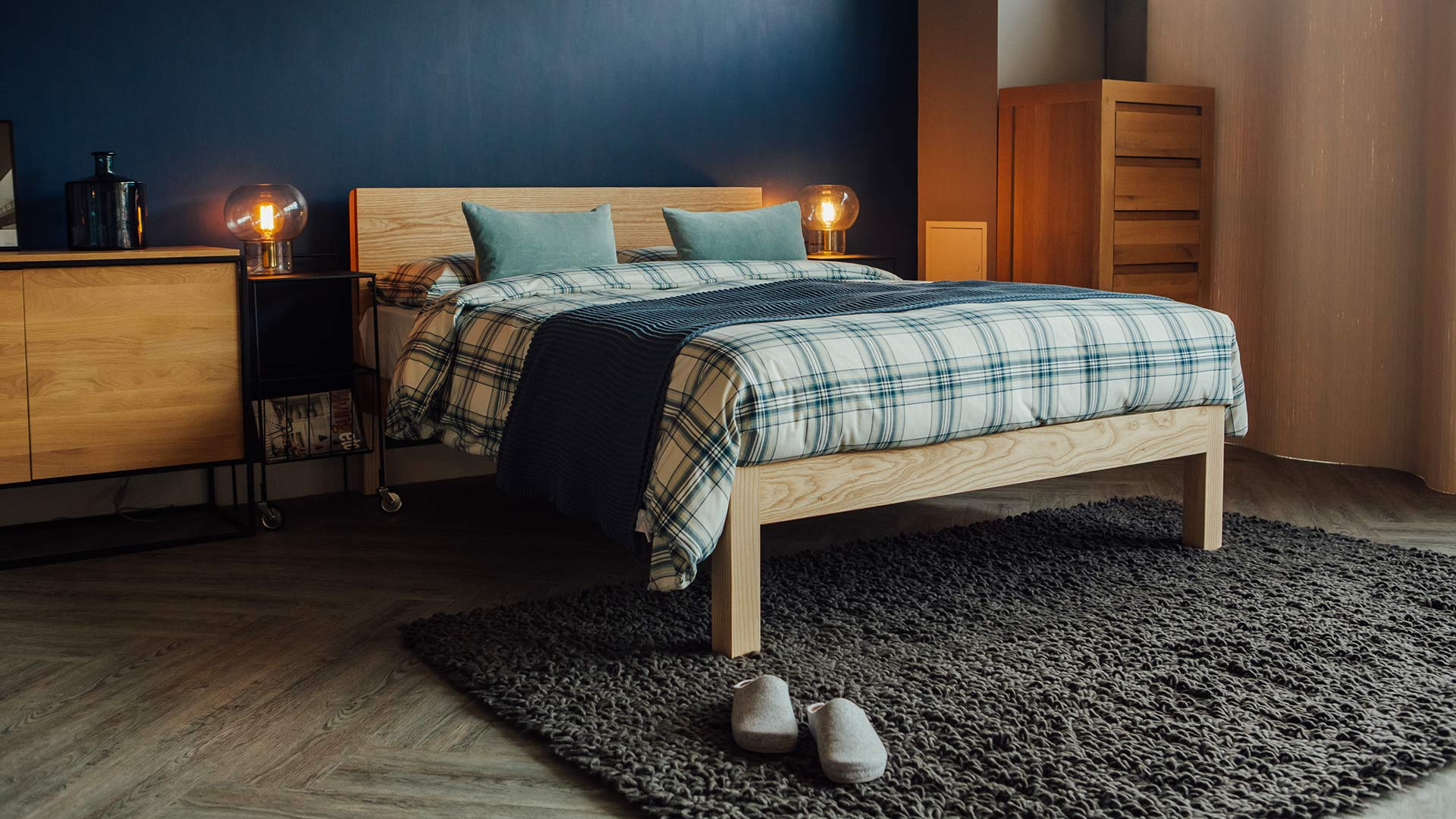 Ash-Tibet-bed-with-brushed-cotton-navy-plaid-bedding