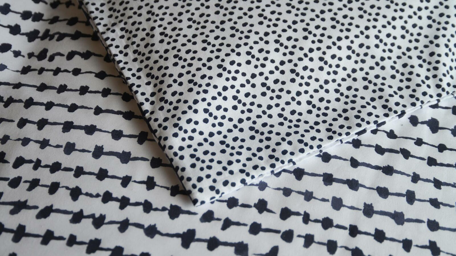 Black and white reversible duvet cover set, a closer view of the 2 pattern prints