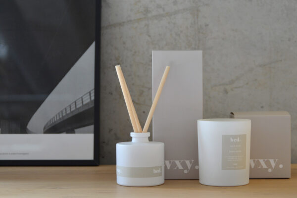 Bed-scented-candle-and-diffuser