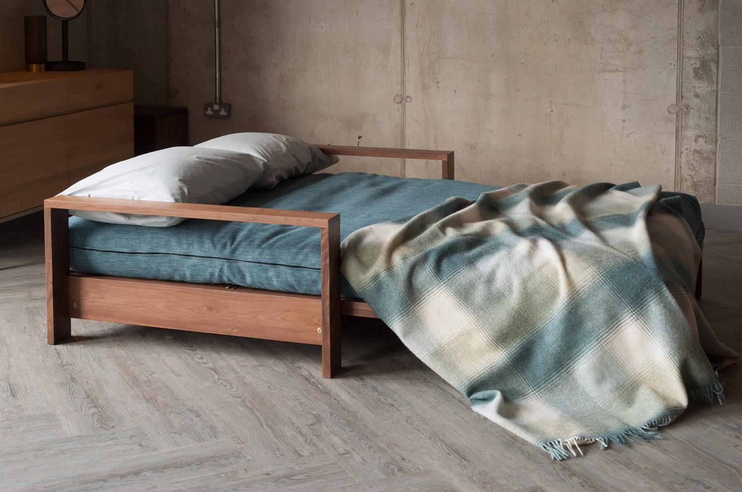 Black Lotus panama as bed