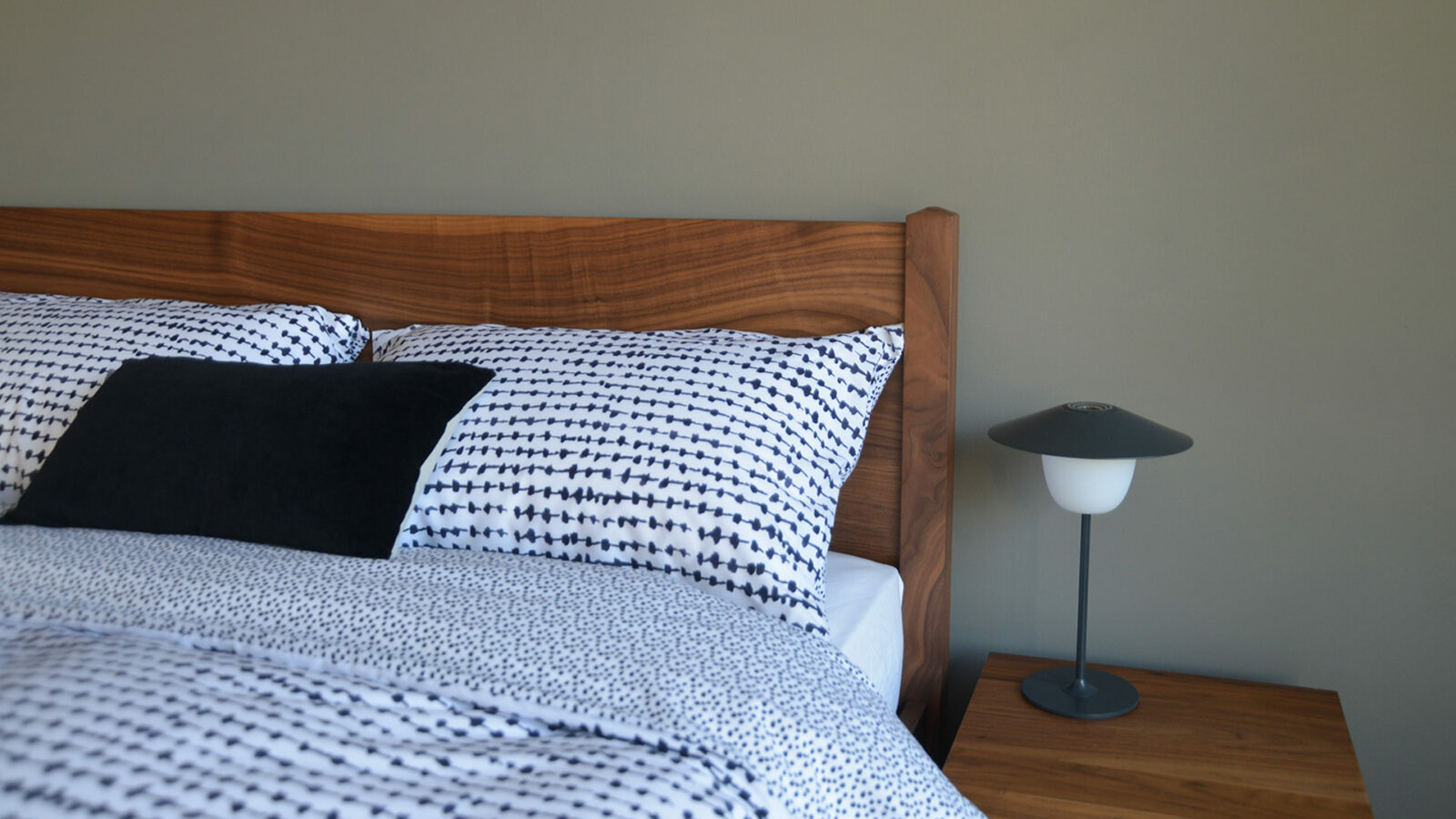Printed and reversible black and white duvet cover set