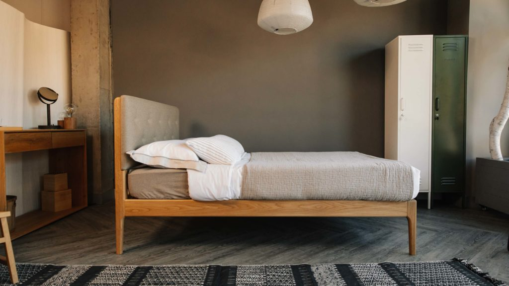 side view of the mid-century style Bloomsbury bed
