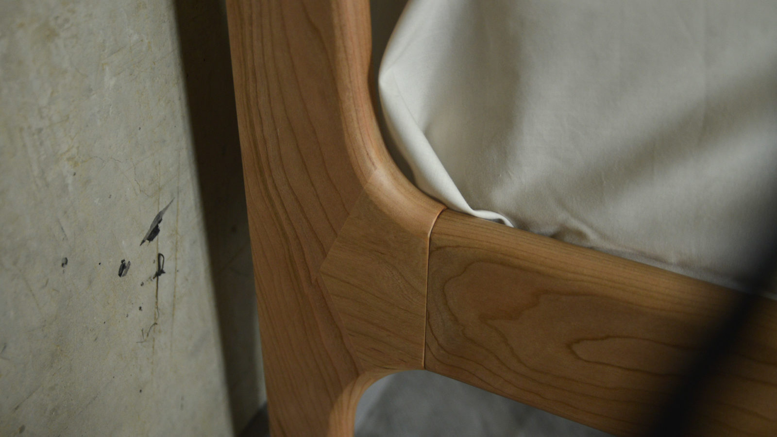 Camden & Pimlico solid wooden bed - a detail view of the headboard leg joint