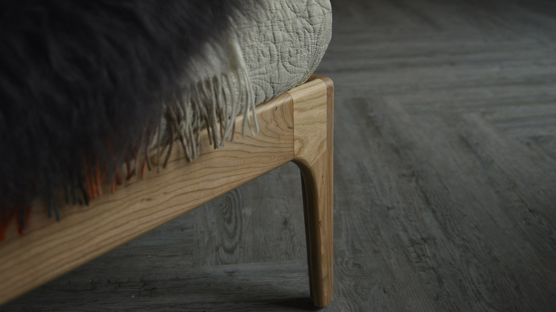 Camden solid wood bed - leg detail