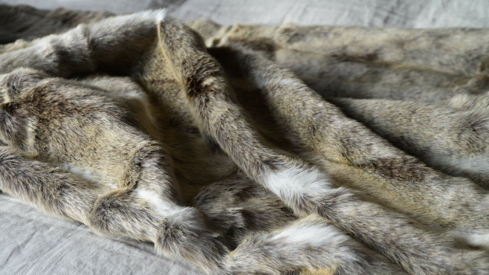 Softest faux fur throw in caramel colours and white