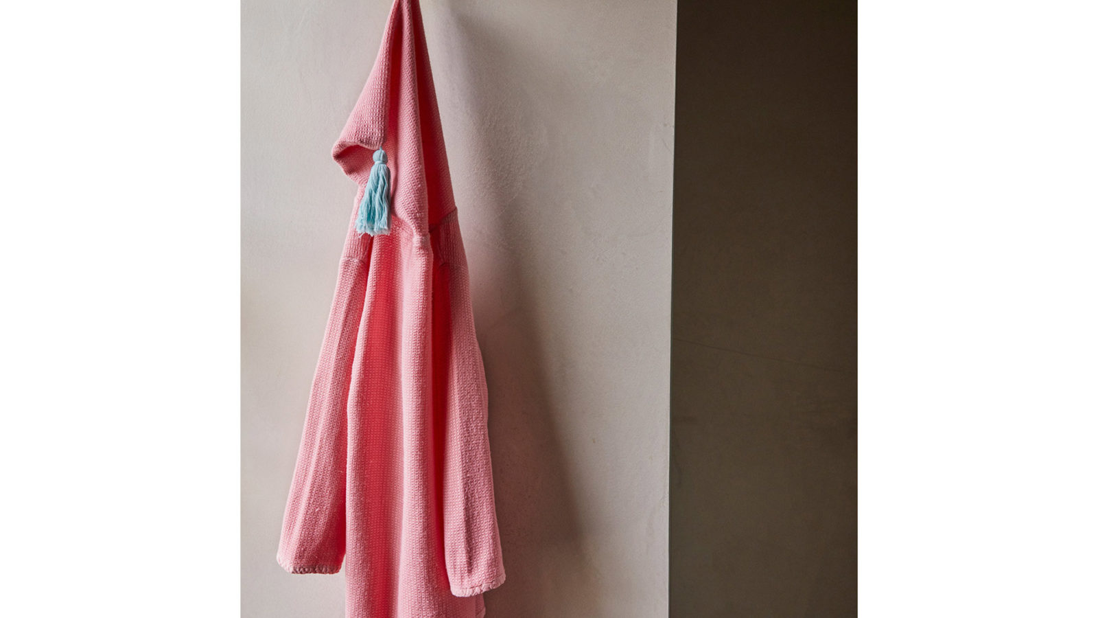 Child's-Cotton-Robe-pinky-with-aqua-tassle