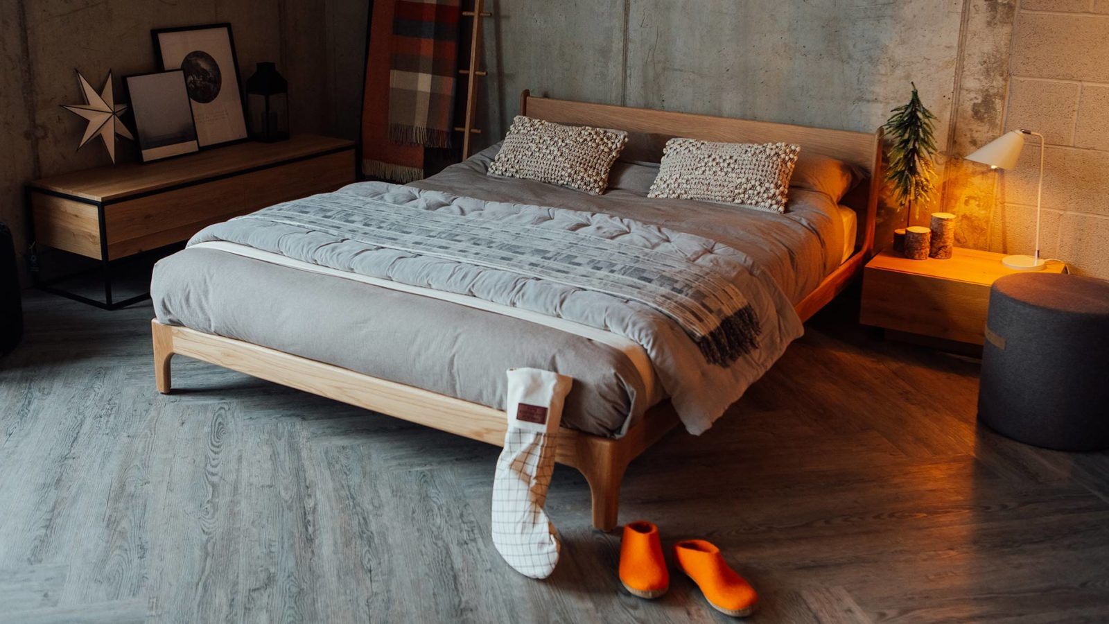 Christmas bedroom with a kingsize Pimlico Bed in Cherry wood