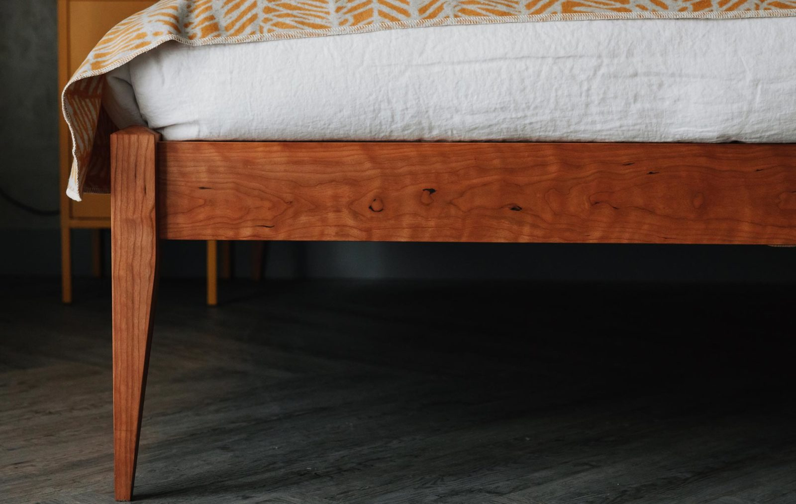 Cochin bed in solid cherry - leg detail