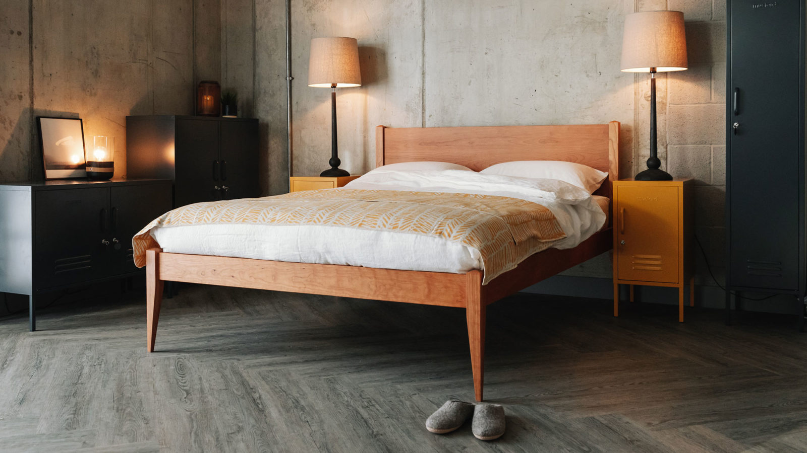 Classic bed - Cochin in solid cherry