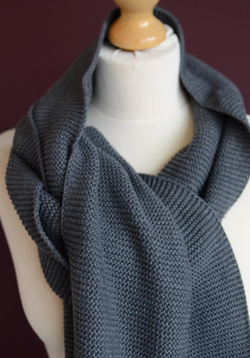 Cosy-cotton-scarf-grey-portrait