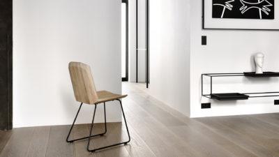 Ethnicraft-Oak-Facette-chair_-lifestyle