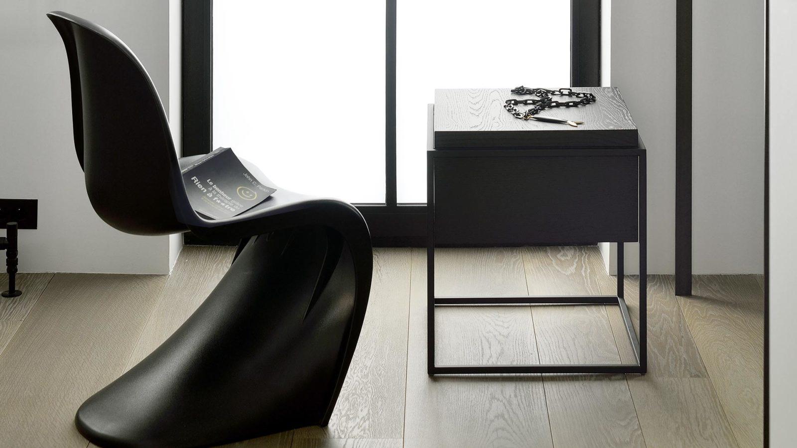 Ethnicraft-Oak-black-Monolit-side-table-lifestyle