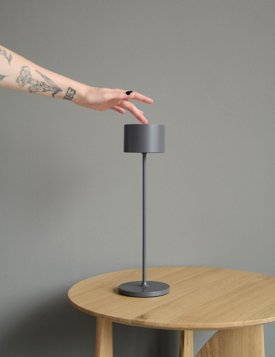 wireless chargeable LED table lamp for indoor and outdoor use