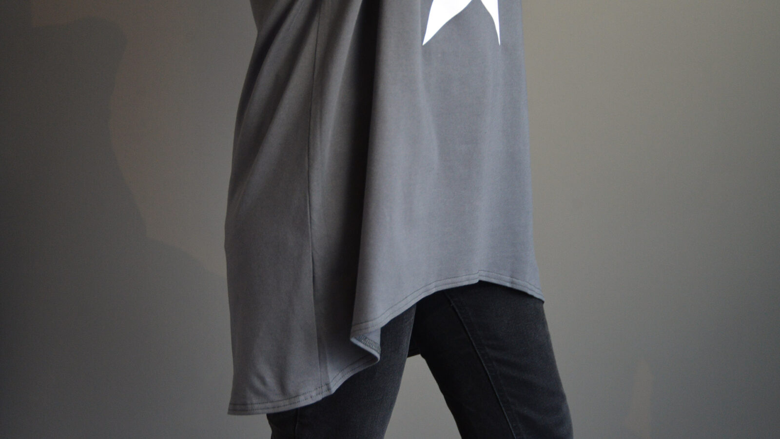 loungewear jersey grey top with curved hem and star print
