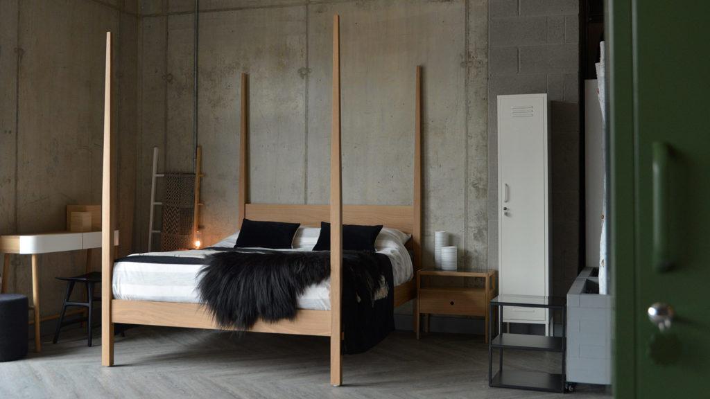 Hatfield tall post bed in solid oak